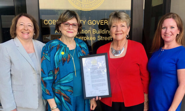 The Cobb County Republican Women's Club distribute Constitution booklets